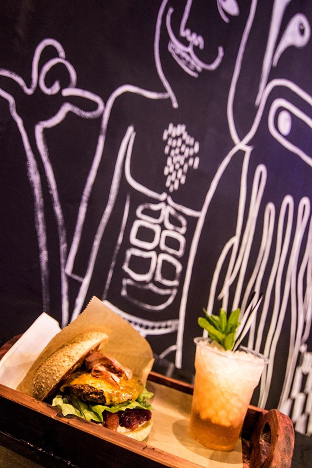 Burger and Coctails 2. Τι συνδυασμός?